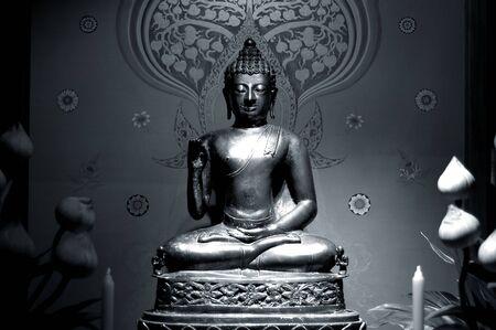 budha: Budha statue - black and white