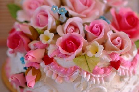 to obey: Close up wedding cake flowers