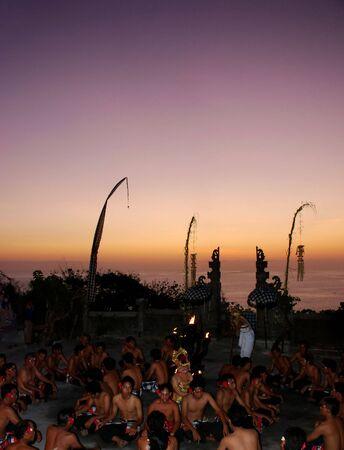 インドネシア バリ島ウルワトゥ寺院でケチャック ダンス