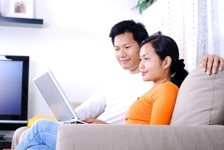 casua: Couple surfing internet togerther at home