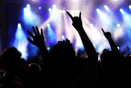 コンサートのシルエット群衆