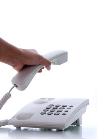 answering phone: Closeup mano responder a tel�fono