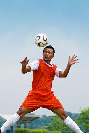 アクション - のフットボール選手の見出し 写真素材