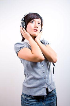 �couter: Femmes en �coutant la musique