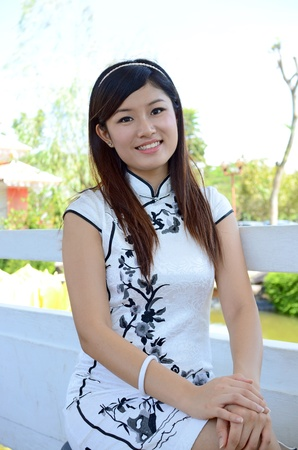 chinese dress: Picture of young chinese woman wearing traditional cheongsam
