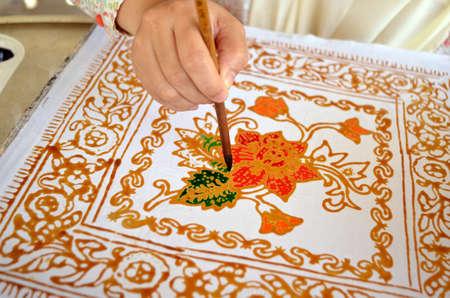 batik: Terengganu, Malaisie - Mars, 9 2012: batik Coloriage prises à l'usine de batik à Terengganu