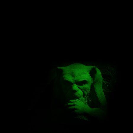 gargouille: Gargouille chiffre vert sur fond noir