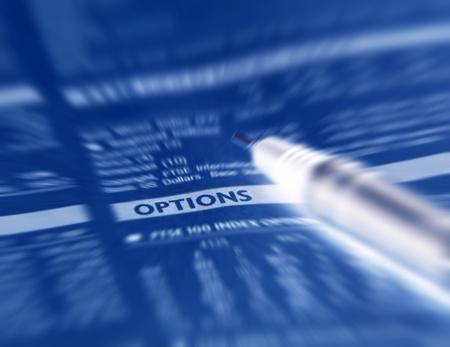equidad: Primer plano de un periódico financiero centrado en Opciones de Word.