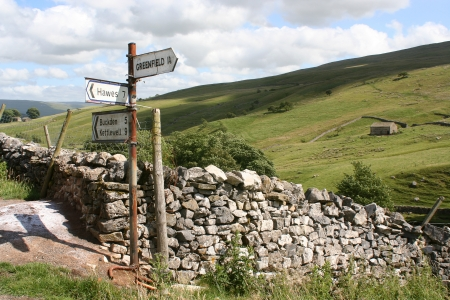Yorkshire Dales: Rusty sign post pointing to places in the Yorkshire Dales Stock Photo