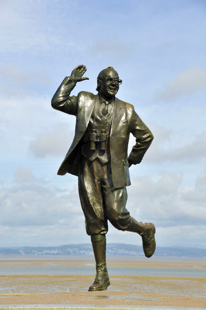 comedian: View of the bronze statue of comedian Eric Morecambe in his home town in Lancashire, UK.