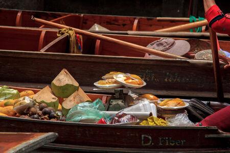 saduak: Damnoen Saduak floating market