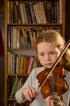 pratice: girl playing violin