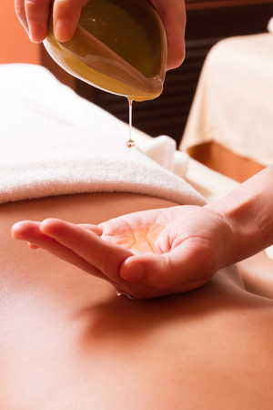 massage: Huile de massage aromathérapie Banque d'images