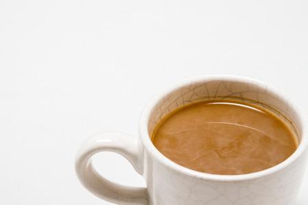 Kopje koffie op witte achtergrond. Vrije ruimte voor tekst