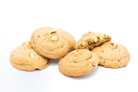 白い背景のアーモンド クッキー