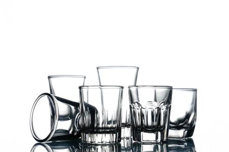 白い背景の空のグラスのコラージュ。 写真素材