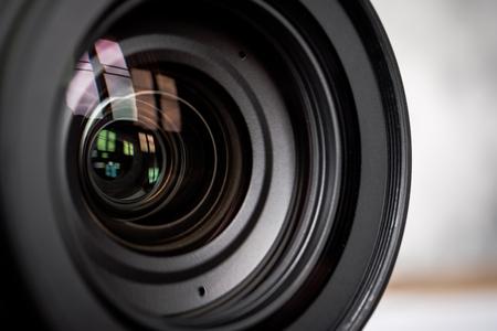 Gros plan de l'objectif de la caméra. Banque d'images - 84874265