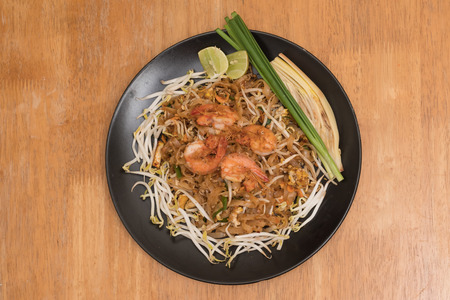 Close up plate of Padthai, Thai noodle with fried shrimp and vegetable,Thai Food, Thailands national dishes. 版權商用圖片