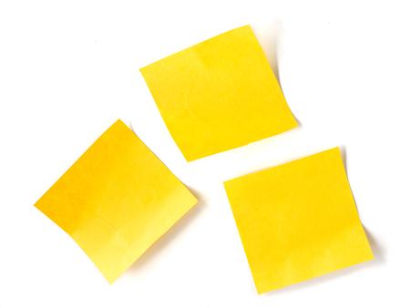 白い背景の上の黄色スティック ノート紙。 写真素材