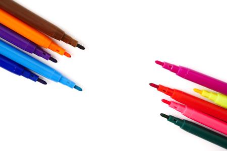 흰색 배경에 마법의 다채로운 펜입니다. 텍스트를위한 여유 공간