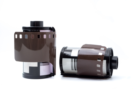 カートリッジ、フィルム ロール ホワイト バック グラウンドで 35 mm の写真フィルム。