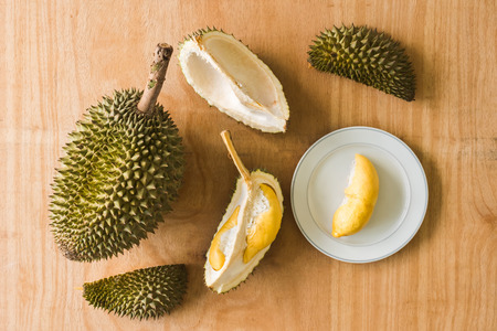 King of Fruits, Durian is a popular tropical fruit in asian countries. Stock Photo - 101153277