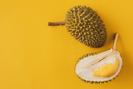 King of Fruits, Durian on yellow background Stockfoto - 103333792