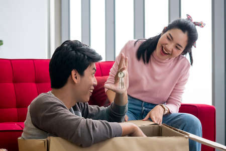 Happy man showing key for new house to a woman. Foto de archivo