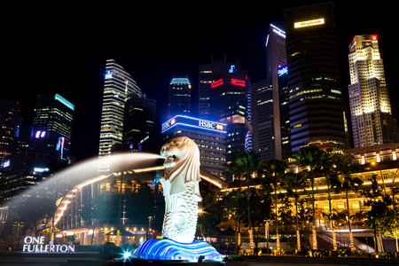 Merlion Park met Central Business District in de achtergrond, Singapore Redactioneel