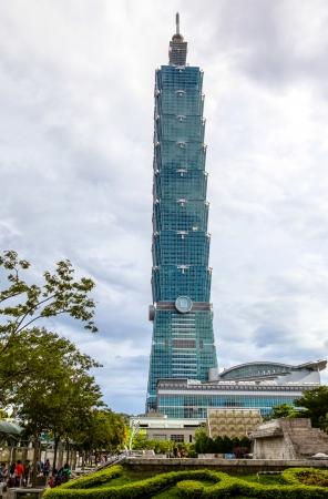 대만의 타이페이 101는 2011 년부터 세계에서 가장 높은이자 최대 규모의 녹색 건물로 LEED 플래티넘 인증을했다
