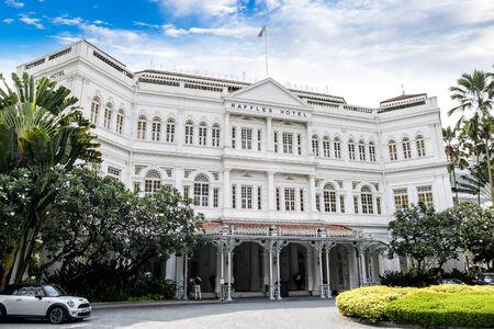 Le style colonial Raffles Hôtel est l'un des icônes les plus célèbres de Singapour établies en 1899 il a été nommé d'après le fondateur de Singapour, Sir Stamford Raffles Banque d'images - 25941091