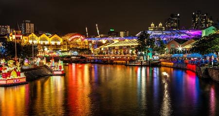 클라크 키 (Clarke Quay)에서 싱가포르 강에 등불 축제