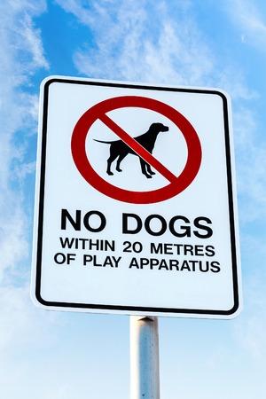 Accès interdit aux chiens dans les 20 mètres de terrain de jeux Banque d'images - 26895640