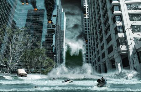 Un retrato cinematográfico de una ciudad destruida por las olas del tsunami. Los elementos de este paisaje urbano fueron cuidadosamente creados, modificados y manipulados para parecerse a una escena del desastre ficticio. Foto de archivo