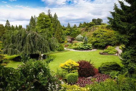 밴쿠버 퀸 엘리자베스 공원 (Queen Elizabeth Park). 해발 152m에서, 공원은 북쪽 해안에 아름다운 도시의 전경과 산 밴쿠버에서 가장 높은 지점이다. 스톡 콘텐츠