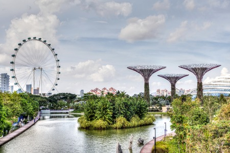 HDR rendering of Singapore at Marina Bay where the Singapore Flyer ferris wheel and Supertree Grove are iconic of the garden city. Sajtókép