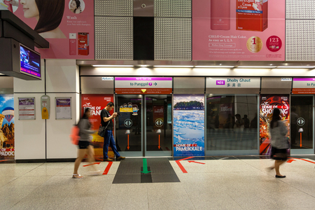 subway station: People waiting at the Dhoby Ghaut MRT Station in Singapore. The station is part of the North-East train line providing service to popular Orchard Road.