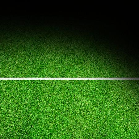 Opzettelijk spotverlichtingseffect op sportveld met markeer- en kopieerruimte. Achtergrond voor elke sportthema-kunst. Stockfoto