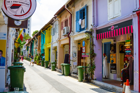 SINGAPORE - SEPTEMBER 7, 2017: Haji Lane in Kampong Glam is the city's mecca of fashion boutiques, eclectic collection of trendy stores and Middle Eastern cafes housed in pre-war colonial houses. 에디토리얼