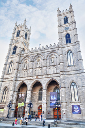MONTREAL, CANADA - AUG 20, 2012: Historic Notre-Dame Basilica in Montreal, Quebec, Canada, a national historic site. The gothic-style Church was the largest in North America when it was built in 1829. 報道画像