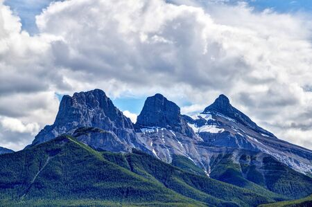 Close up of the iconic Three Sisters mountain peaks in the Canadian Rockies of Canmore, Alberta. The famous trio of peaks are named Faith, Charity and Hope. 版權商用圖片
