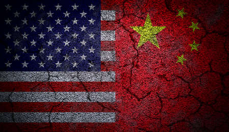 3D rendering of dual US and China flags painted on concrete wall in grunge effect with deep cracks to illustrate the broken or tense relations between the two countries. Banque d'images