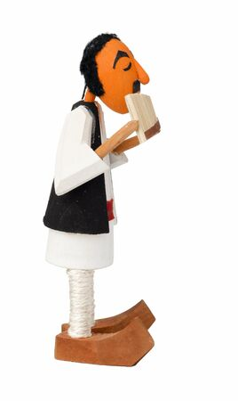 zampona: muñeca de madera que canta en pan-pipe