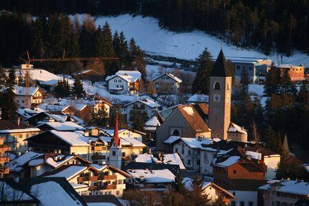 山の風景、雪、町