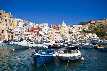 イタリアの海海岸、プロチダ、ナポリ、近くの島コーヴェン