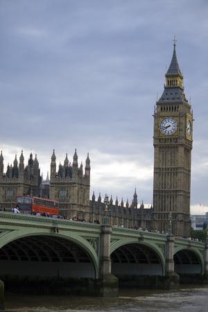 ロンドン、ビッグベン、バス、テムズ