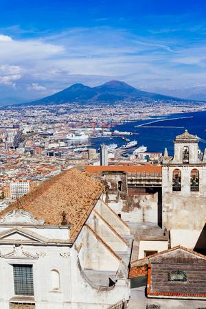 Napels, Vesuvius en gebouwen uit San Martino. Campania, Italië