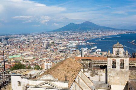 ナポリ、ベスビオ火山、サン ・ マルティーノからの建物。イタリア カンパーニャ