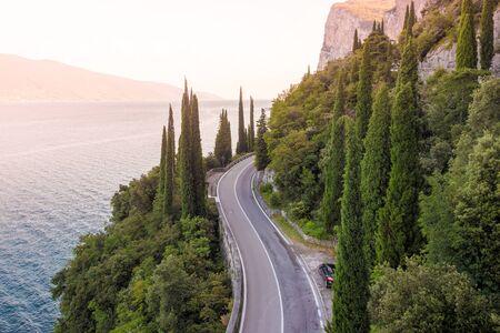 このナッツの風光明媚なルート、ガルダ湖, ロンバルディア, イタリア 写真素材