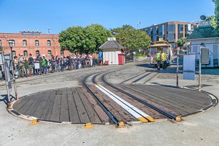 De beroemde kabelbaan in San Francisco. Het is het oudste mechanische openbaar vervoer in San Francisco dat sinds 1873 in gebruik is. Redactioneel